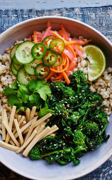 banh-mi-bowl-broccoli-rabe-barley